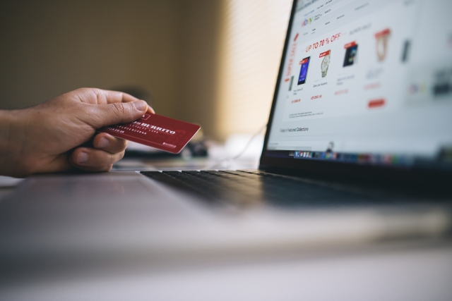 bussinesman, E comerce, emocerce, e-comerce, medellín, mintics, MiPyme, credit card, Tarjeta de crédito, tablet, compras n internet, Medellín, minitics,