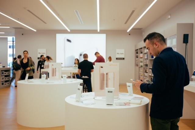 apple Colombia, mac center, tan grande y jugando, monteria, tienda apple . monteria, nueva tienda apple, mac, iphone, tan grande y jugando,